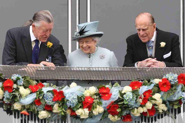 Regina Elisabetta II, il principe Filippo di Edimburgo e Sir Michael Oswald (Getty Images)