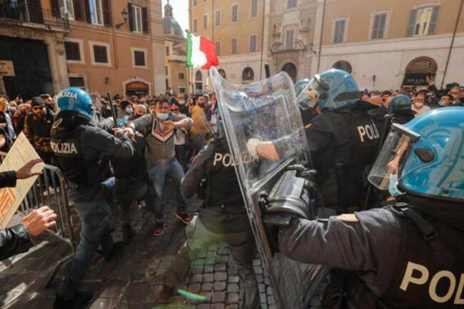 Scontri a Piazza Montecitorio - Roma (Google Images)