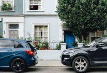 Auto parcheggiate (AdobeStock)