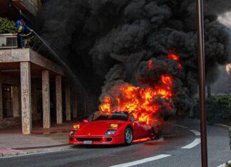 Ferrari F40 in fiamme, immagine di repertorio (Google Images)