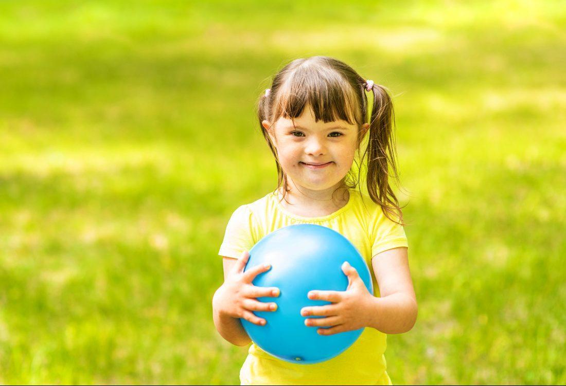 Bambina Sindrome di Down (AdobeStock)