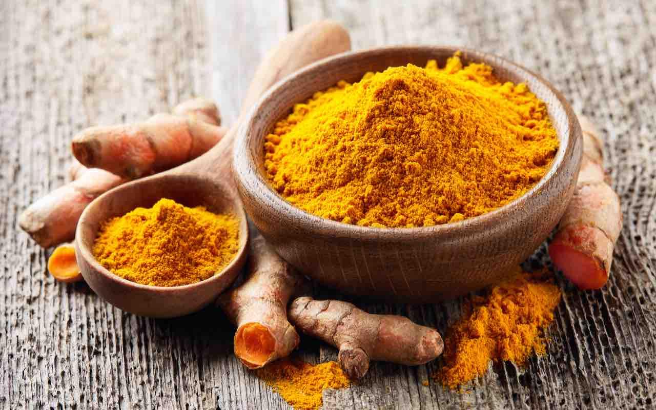 Spezie: Curry e Curcuma (AdobeStock)