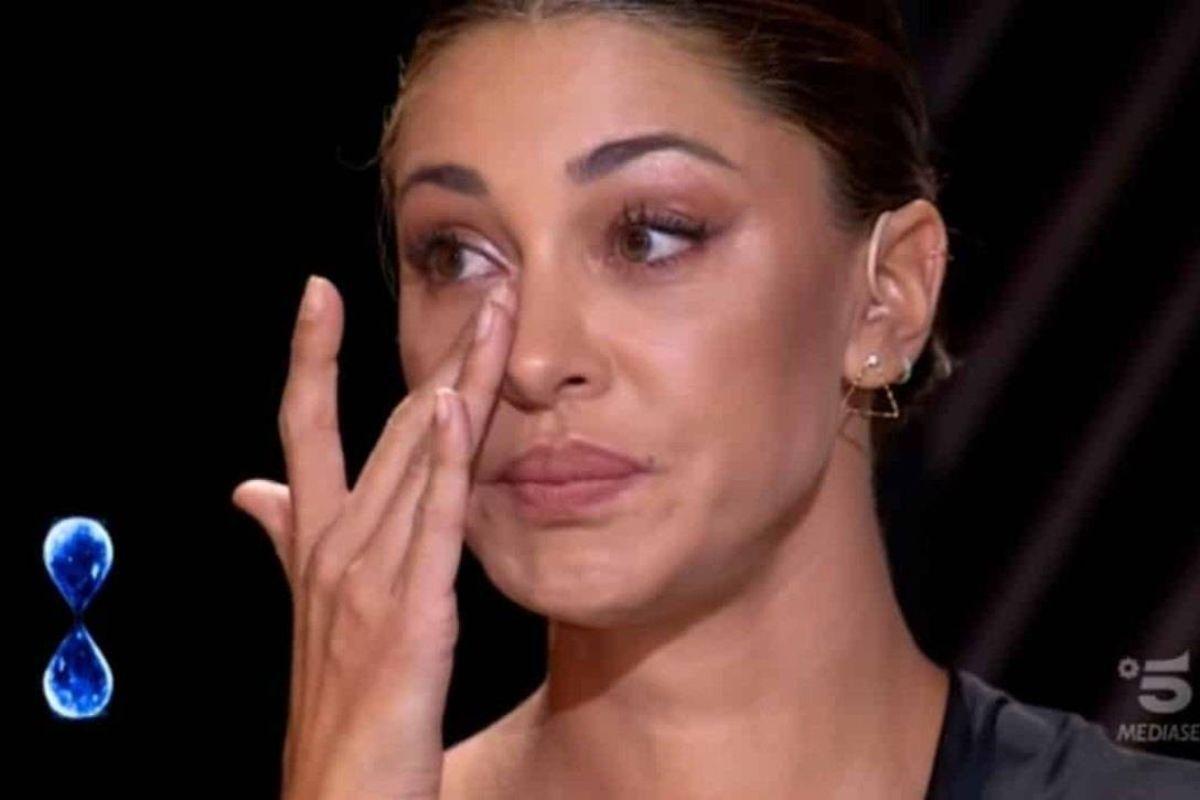 Belen Rodriguez in lacrime (Google Immagini)