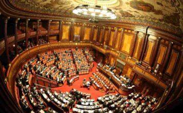 Parlamento, il deputato scappa dai commessi: il video fa il giro del web