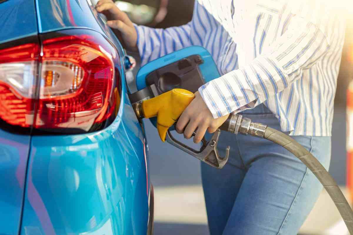 Benzina, risparmio (AdobeStock)