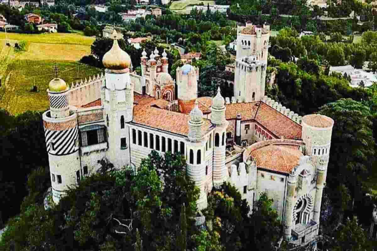 Castello Rocchetta Mattei (Instagram)