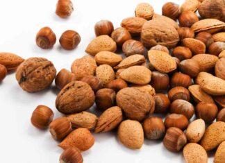 Frutta secca e alimentazione: varietà, proprietà e quanta consumarne