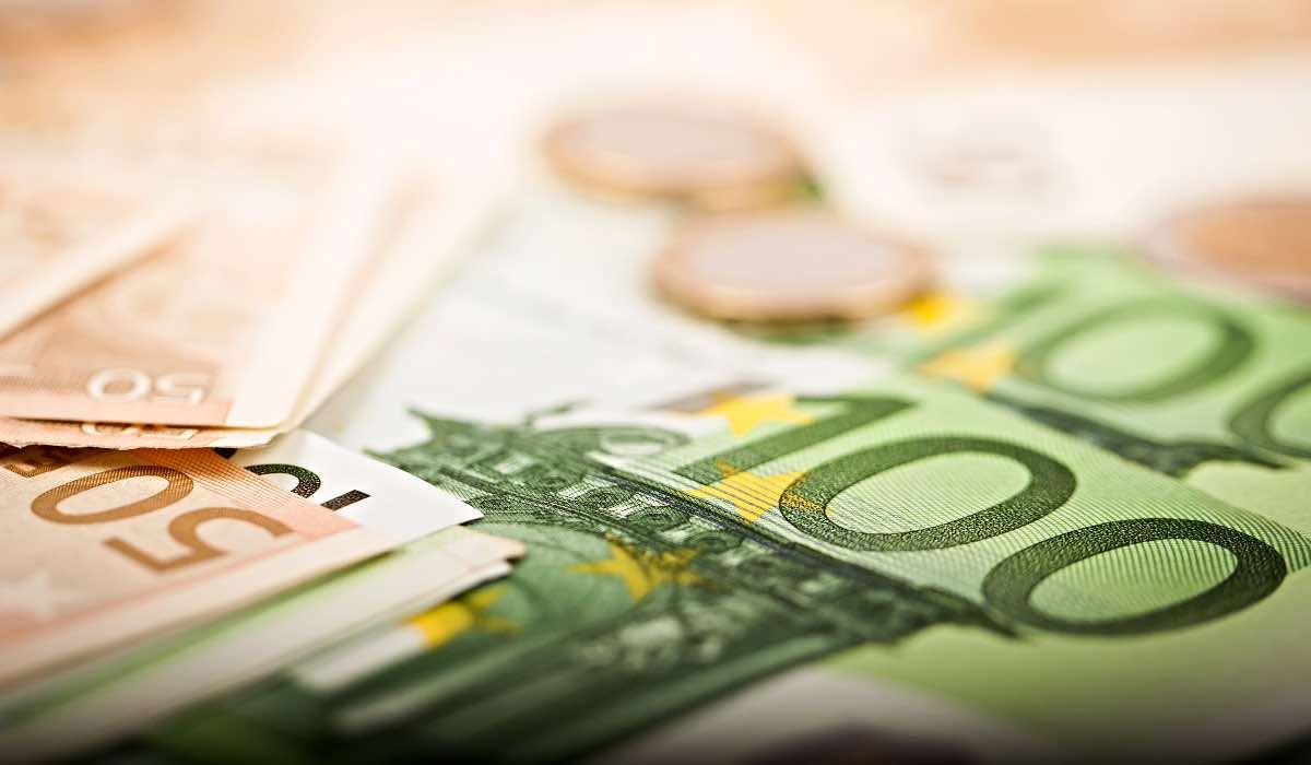 INPS, assegno da 350 euro alle donne per 5 mesi: requisiti e condizioni
