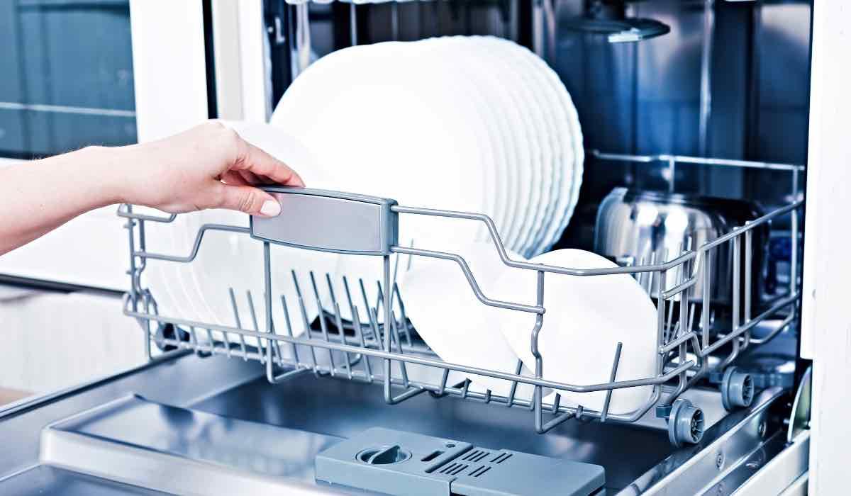 Bolletta e lavastoviglie, come risparmiare? 5 modi semplici per tutti